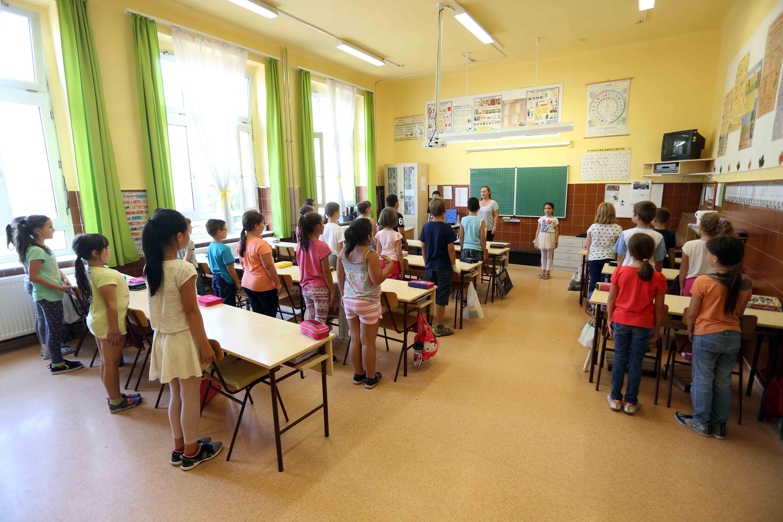 Tanévkezdési támogatás a kőbányai iskolásoknak